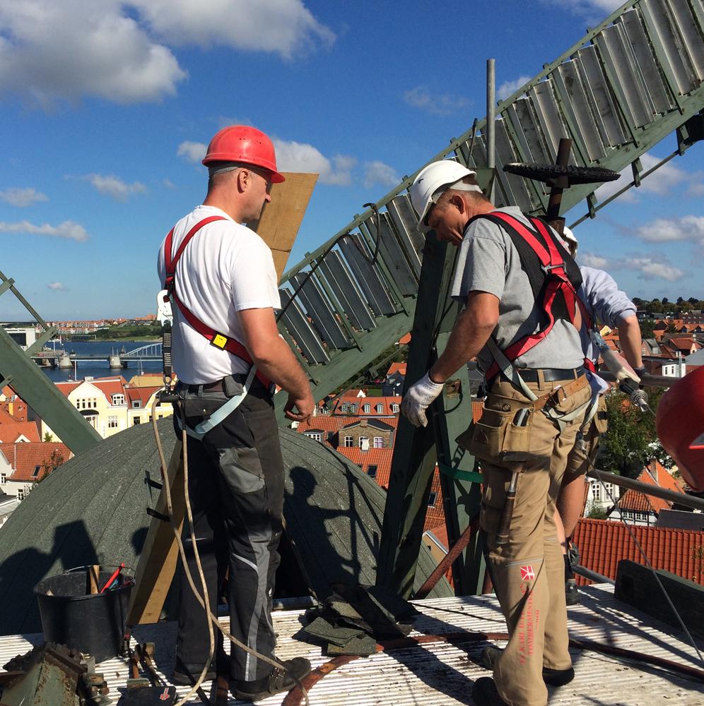 Reparatur des Windrosenbockes Sonderburg Dänemark